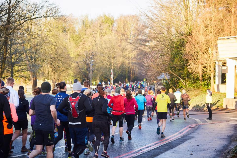 Crowd of people running in the alderley park trail race