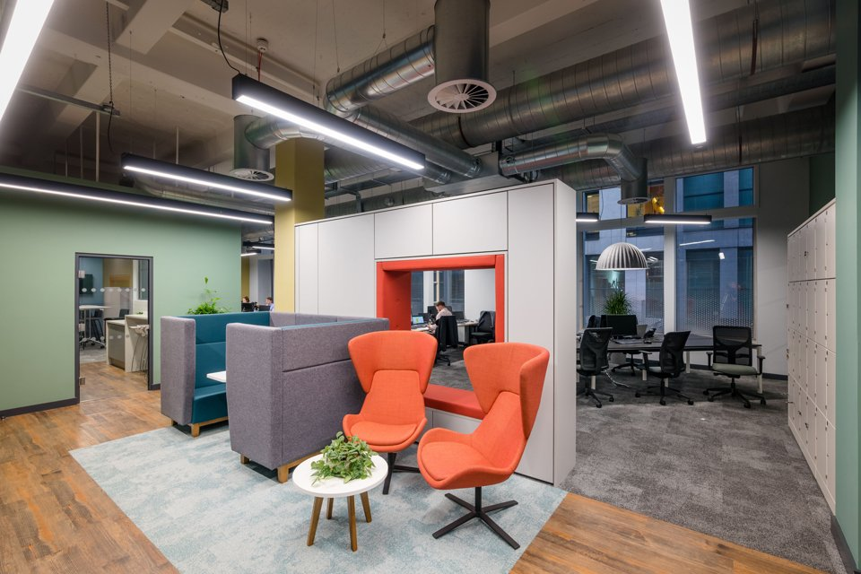 Office suite with solid coloured walls with dark and bright comfrtbale office chairs
